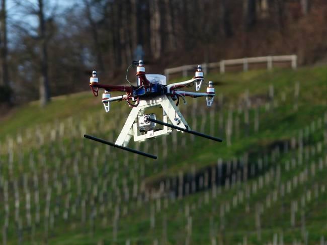 Ahora los drones pueden grabarte en vídeo de forma autónoma siguiendo tu posición