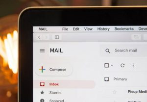 Lee más sobre el artículo Usa el correo de empresa para los negocios y el gratuito para el ocio.